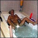 Frau nackt in der Badewanne