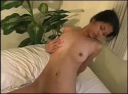 Asian Girl beim Muschi fingern